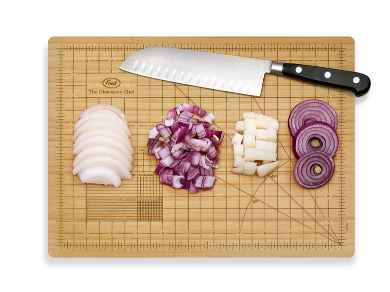 eco friendly gift ideas for anyone sustainable wooden cutting board