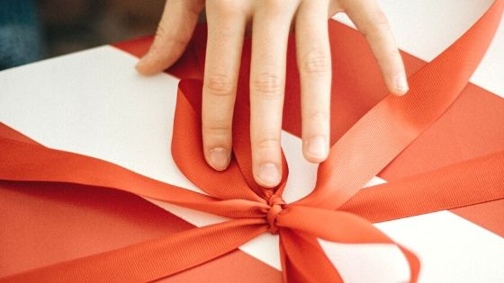 eco friendly wrapping paper solutions for the holidays